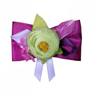 Брошь с салатовым цветком и лентами