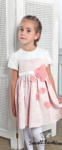 Коралловое платье с розой на поясе