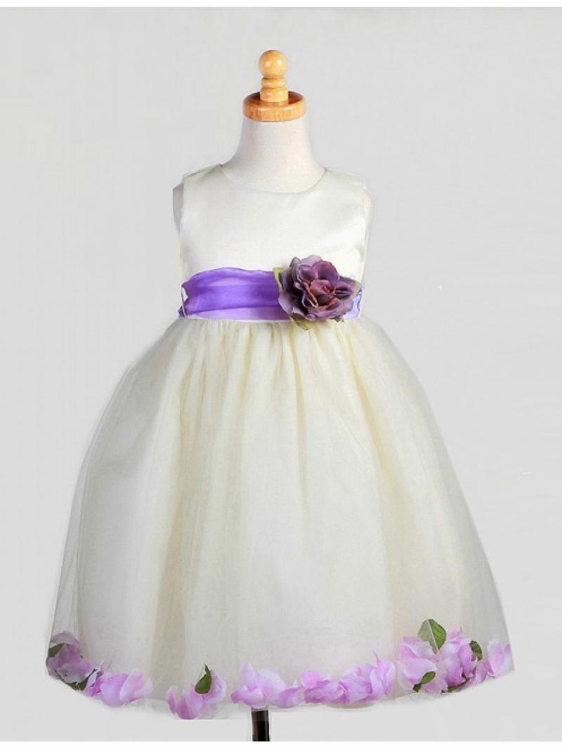 Платье с фиолетовыми лепестками роз