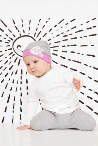 Комплект из штанишек и шапочки для девочки